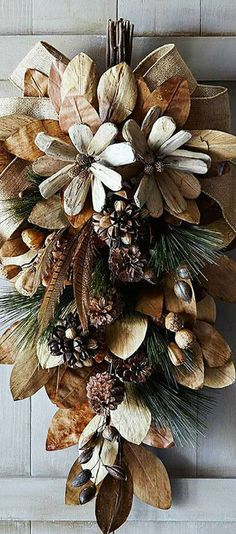 Crafts from natural materials with their hands-037