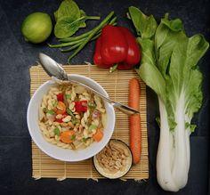 One-pot légumes thaï Pots, Sauce Chili, Menu, One Pot, Vegan, Chicken, Carrot, Sprouts, Seasonal Recipe