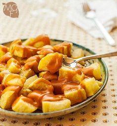 School of Tapas: Patatas bravas Madrilenian style Spanish Dishes, Spanish Tapas, Aperitivos Finger Food, Vegetarian Recipes, Snack Recipes, Food Porn, Brunch, Snacks, Potato Recipes