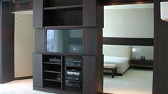 Penthouse Miami -  Mobile tv in legno Roncoroni Moretti