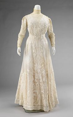 Dress  Date: 1900–1903 Culture: American Medium: cotton, silk Dimensions: Length at CB: 60 in. (152.4 cm) Credit Line: Brooklyn Museum Costume Collection at The Metropolitan Museum of Art, Gift of the Brooklyn Museum, 2009; Gift of Emily T. Clay and Ellen Thomas, 1961