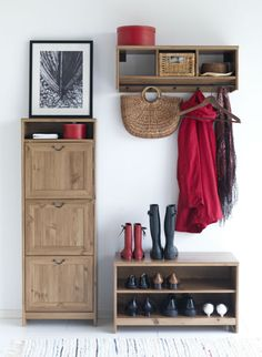 Keep your hallway organized and save floor space with the GREVBÄCK series.