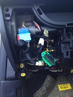 OBD II Connector in front of Fuse Box Peugeot, Bluetooth, Diy Projects, Box, Blue Tooth, Snare Drum, Handyman Projects, Handmade Crafts