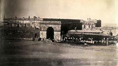 FUERTE DE BUENOS AIRES (1854) La imagen muestra a un grupo de obreros que demuelen el Fuerte. Es el primer daguerrotipo de personas trabajando. El primer Fuerte fue construido en 1594. Reemplazado por otro edificio en 1713 y remodelado en 1820, estaba en el lugar que actualmente ocupa la casa de gobierno.