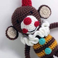 Encomendas:  capitaganchocroche@hotmail.com ✈ Enviamos para todo o Brasil ----- #croche #crochetaddict #moderncrochet #artesanato #semprecirculo #brinquedos #feitocomamor #feitoamão #circo #amigurumi  #crochetofinstagram #crochetlove  #presentes  #presentescriativos  #mimos  #fofura  #design  #crianças  #clowns  #crochettoy #ganchillo #crochet #craftastherapy #heklanje #crochetdoll #munheca #handmade  #design #yarnaddict
