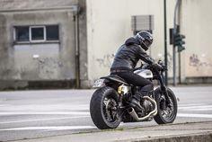Ready? Yamaha XV950 #CafeRacer by Moto di Ferro. Muy guapa esta #Yamaha con un cambio brutal respecto a la original. El colín ha quedado de miedo | caferacerpasion.com