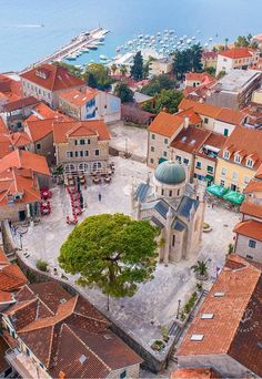 Europe Weekend Trips, Beautiful World, Beautiful Places, Places To Travel, Places To Visit, Montenegro Travel, City Wallpaper, Croatia, Paris Skyline