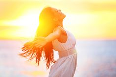 Sunshine is vital for us as it is the main source of vitamin D for our bodies. Lack of vitamin D causes fatal health hazards. Sunshine has other great health benefits too that help us live a healthy life. Herbal Remedies, Home Remedies, Natural Remedies, Arthritis Remedies, Asthma, How To Ease Anxiety, Jugo Natural, Vagus Nerve, Blood Pressure Remedies