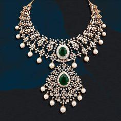 Emerald Jewelry, Diamond Jewellery, Gold Jewelry, Emerald Necklace, Gold Necklaces, Trendy Jewelry, Pendant Jewelry, Pearl And Diamond Necklace, Stone Necklace