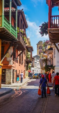 Voyager en Colombie: visiter Carthagène des Indes, Cartagena. Que faire, que visiter et où dormir dans la ville aux milles couleurs.