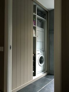 Wasmachine ombouw. Schuifdeuren. bijkeuken: Interior Design Living Room, Living Room Designs, Living Room Decor, Bedroom Decor, Closet Ikea, Laundry Closet, Laundry Room Layouts, Wardrobe Doors, Laundry Room Design