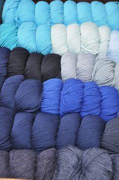 Wie auf Wolken ☁︎☁︎ #blau #blue #bleu Shops, Merino Wool Blanket, Bunt, Comforters, Colour, Happy, Clouds, Threading, Breien