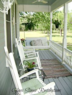 40 Rustic Farmhouse Front Porch Decorating Ideas January Leave a Comment Farmhouse porches are designed for comfort. They are usually large, inviting, and can accommodate the always favorite porch swing rocking chairs too! Home Porch, House With Porch, Farm House Porch, Cottage Porch, Victorian Farmhouse, Rustic Farmhouse, Modern Victorian, Victorian Porch, Victorian Hallway