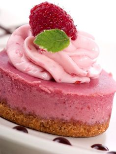 Raw Vegan Strawberry Cheesecake Recipe. Perfect for Paleo Diets too. Refined sugar-free & Gluten-free. Good dessert choice if you're trying to lose weight.
