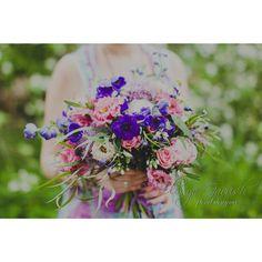 #makelovenotwar  флористика @olesya_gavrish   Всю серию фото, полных чувственности и нежности, можно посмотреть в группе - активная ссылка в профиле. #детицветов #inspiration #instaflowers #эксклюзивнаяфлористика #love #peace #flowers #свадебныйфлорист #vcsoflowers #followme #nevestainfo #flowerstagram #flowerslovers #flowermagic #floweroftheday  #olesyagavrishflowers #hippie #хиппи #бохо #boho #букет #букетрастрёпыш #букетневесты #свадебныйбукет #подарочныйбукет