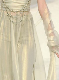 Chanel Haute Couture - Love this shimmering fabric Style Couture, Couture Details, Fashion Details, Couture Fashion, Runway Fashion, High Fashion, Womens Fashion, Fashion Design, Chanel Couture
