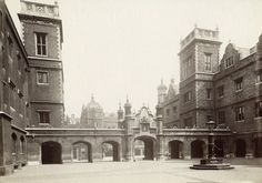 The forecourt of Christ's Hospital: c.1900, Unknown