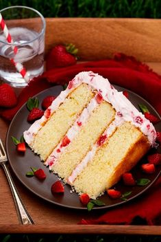 The only Fresh Strawberry Cake recipe you'll ever need! A fluffy vanilla cake is loaded with fresh sweet strawberries and a rich cream cheese whipped cream. Best Strawberry Cake Recipe, Strawberry Cream Cakes, Strawberry Desserts, Strawberry Frosting, Strawberry Shortcake, Just Desserts, Delicious Desserts, Dessert Recipes, Dessert Ideas