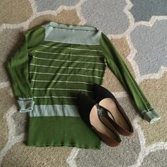 Banana Republic rare petit sweater. Very light weight, perfect for spring, into summer. Vibrant green. There is on spot of discoloration in one armpit. Shown in picture. Banana Republic Sweaters Crew & Scoop Necks