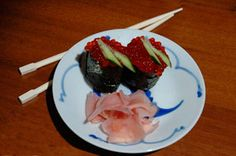 Суши-лодочки с икрой Japanese Sushi, Beef, Ethnic Recipes, Food, Meat, Essen, Meals, Yemek, Eten