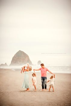 Borders Family :: {Cannon Beach, Haystack Rock, Lifestyle Family Photographer} – Photography, Landscape photography, Photography tips Family Beach Session, Family Beach Pictures, Beach Sessions, Family Photo Sessions, Family Posing, Beach Photos, Mini Sessions, Family Pics, Family Portrait Photography
