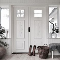 Stairs And Doors, Sweden House, Wood Front Doors, Weekend House, Scandinavian Interior, Future House, Beautiful Homes, Sweet Home, Home And Garden