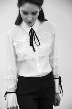 New Collection | Fall Winter 2017 | Anne Fontaine White Shirts, White Blouses, Chic Summer Outfits, Work Outfits, Autumn Winter Fashion, Fall Winter, Winter Style, Classic White Shirt, Professional Wear