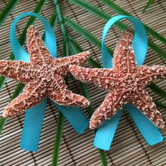 Starfish Boutonnières in turquoise. Great way to add a beachy, tropical touch to your grooms attire!