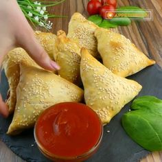 Tasty Dishes, Food Dishes, Dairy, Food Carving, Food Garnishes, Food Decoration, Cheese, Creative Food, Food Videos