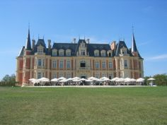 Les Fontaines, Chantilly, France. University of Capgemini. http://www.les-fontaines.com/