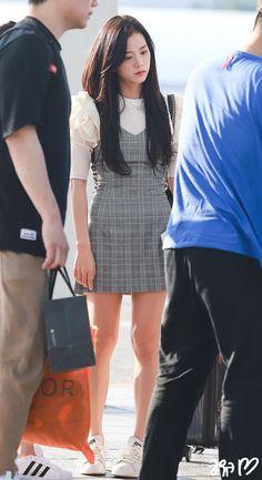 [180815] BLACKPINK at ICN Airport Blackpink Fashion, Korean Fashion, Fashion Outfits, Ulzzang Fashion, Kpop Outfits, Korean Outfits, Yg Entertainment, Airport Style, Airport Fashion