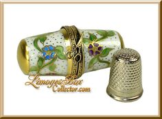 Floral Thimble Case with Thimble Limoges box - Beauchamp Limoges