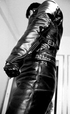 Guys in leather pants Tight Leather Pants, Leather Trousers, Leather Gloves, Leather Jacket, Leather Fashion, Mens Fashion, Bike Leathers, Leder Outfits, Motorcycle Leather