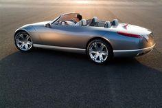 Concept Cars - Autos, die so nie gebaut werden Renault Nepta - die auf dem Pariser Autosalon 2006 vorgestellte Studie eines riesigen Cabrios soll mit amerikanischem Feeling die Designwende der Franzosen einläuten: fünf Meter lang, glatt und optisch absolut klassisch.