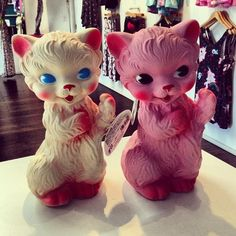 babydearr: japanla: Giant Vintage-looking cats and they squeak when you squeeze them. At JapanLA now…will be online soon. Call or email us. Giant Vintage, Vintage Love, Retro Vintage, Vintage Stuff, Kitsch, Creepy Toys, Vinyl Toys, Old Toys, Vintage Dolls