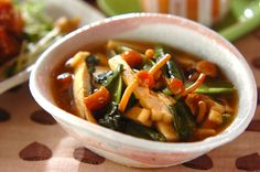 上品な味付けの煮浸しは、覚えておきたい定番レシピ。ビタミンも豊富で身体に良い。小松菜の煮浸し[和食/煮もの]2010.11.15公開のレシピです。