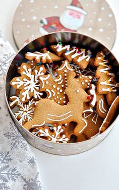 Pierniczki Świąteczne Polish Christmas, Christmas Baking, Christmas Cookies, Christmas Time, Gingerbread Cookies, Baking Recipes, Birthday Cake, Sweets, Desserts