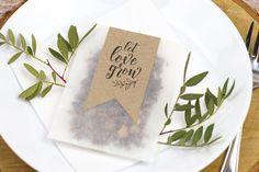 Perfektes DIY Gastgeschenk für eure Hochzeit: Blumensamen *let love grow* mit kostenloser Druckvorlage!