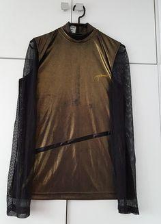 Kup mój przedmiot na #vintedpl http://www.vinted.pl/damska-odziez/bluzki-z-dlugimi-rekawami/11998416-zlota-bluzka-vintage-z-rekawami-z-siatki-love-moschino