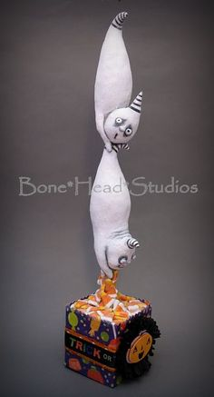 Blogging about making unique hand made, OOAK , creepy/cute, art dolls in spun cotton ,clay & fabric with an occasional short tutorial .