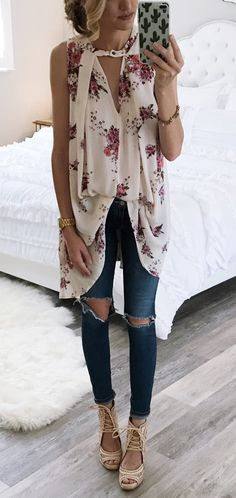 White Printed Top & Destroyed Skinny Jeans