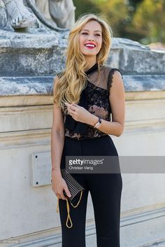 Czech model Petra Nemcova outside Elie Saab on October 1, 2016 in Paris, France. (Photo by Christian Vierig/Getty Images)