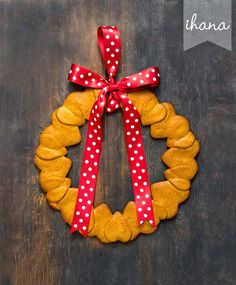 Ihana Christmas Wreaths, Baking, Holiday Decor, Gifts, Biscuits, Home Decor, Crack Crackers, Presents, Cookies