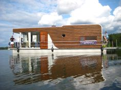 Berlin Outskirts - (brandenburg) House Boat Rental: License-free Houseboat 'manhattan' / Loftboot - More House Than Boat Floating Architecture, Sustainable Architecture, Residential Architecture, Contemporary Architecture, Water House, Boat House, Floating House, Boat Rental, Tiny House Plans