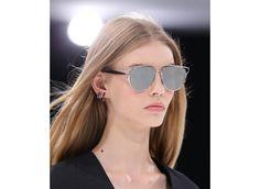 Les boucles d'oreilles piercings de Dior printemps-été 2015 http://www.vogue.fr/joaillerie/tendance-des-podiums/diaporama/fwpe2015-bijoux-tendances-bijoux-de-la-fashion-week-printemps-ete-2015/20611/image/1102919#!les-boucles-d-039-oreilles-dior-printemps-ete-2015