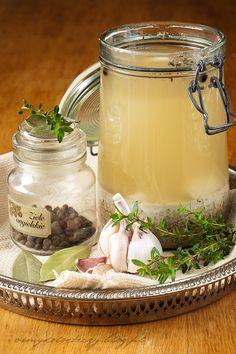 orkiszowy-zakwas-na barszcz biały Polish Recipes, Polish Food, Easter Recipes, Preserves, Pickles, Soup Recipes, Mason Jars, Food And Drink, Homemade