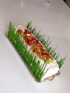 Sandwich Cake façon pain surprise - Un Par'Faim de Malice - Reggie Squeers Sandwich Cake, Sandwich Cookies, Sandwich Recipes, Cold Appetizers, Appetizer Recipes, Pain Surprise, Salad Cake, Dinner Party Recipes, Buttercream Cake