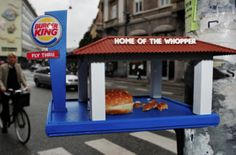 To provide a venue for the 'fast-food generation' of birds to have their meals, Copenhagen-based designer Brian Wolter has designed a. Fancy Burgers, Bird Tables, Spool Tables, Kings Home, Fast Food Restaurant, Weird Food, I Cant Even, Recycled Wood, Wow Products