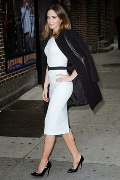 Emily Blunt vestida por David Koma en el Late Show With David Letterman