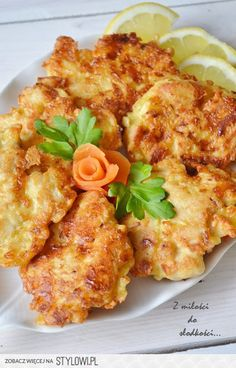 Kotlety drobiowe z serem Składniki: 2 filety z piersi… na Stylowi.pl Good Food, Yummy Food, Hungarian Recipes, Baked Chicken Recipes, Main Dishes, Food Porn, Dinner Recipes, Food And Drink, Cooking Recipes